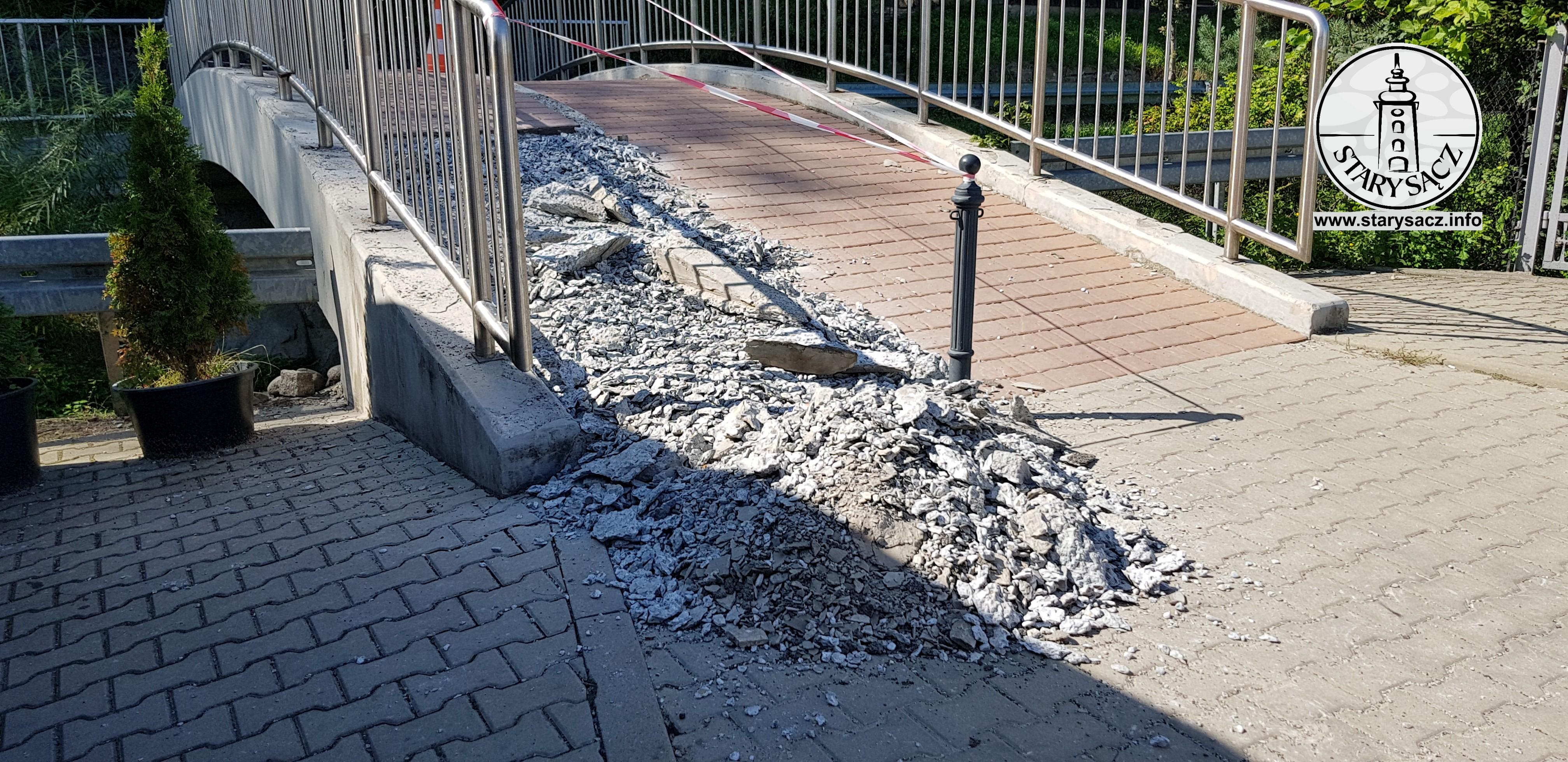 FOTOINTERWENCJA - zniszczony mostek, Czarnieckiego, Moszczeniczanka