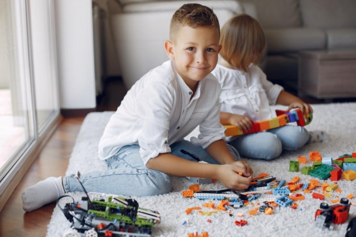 Lego SpikeLAB – laboratorium genialnych pomysłów to udane wakacje, doskonała zabawa oraz ciekawe zajęcia z dobroczynnością w tle!