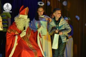 Mikołaj Święty rozdaje prezenty ... film oraz fotogaleria ...